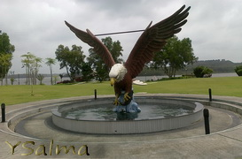 Lagoi, Patung Burung Elang