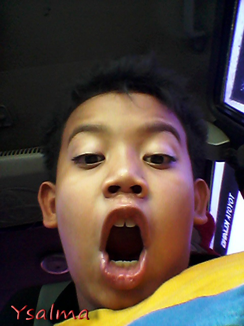 "<p><img title=""weekly photo challenge selfie"" src= photo challenge selfie junior""/></p>"