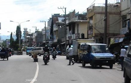 Nyebrang di Jalan Raya
