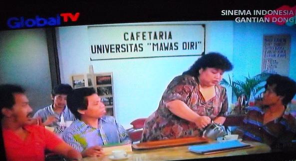 Emaknya Boleh motret dari TV, anaknya ga nonton kok :)