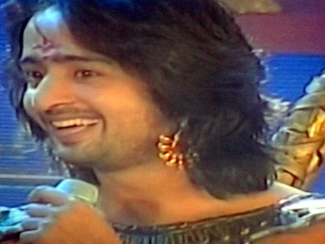 Senyum dan Lirikan Arjuna