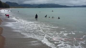Pantai Sago Painan Bermain Ombak Seru