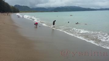 Pantai Sago Painan Bermain Ombak