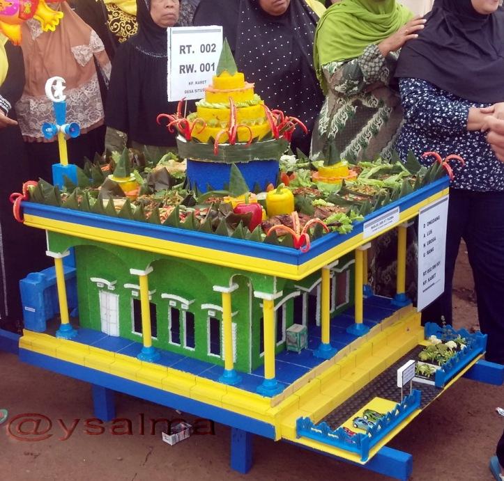 dongdang-miniatur-masjid-dan-tumpeng