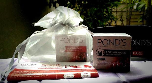 Ponds Age Miracle Day & Night Cream dari Home Tester Club