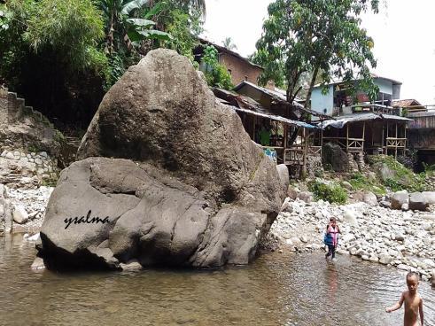 Batu Besar Curug Ciomas Cariu Karawang_YSalma