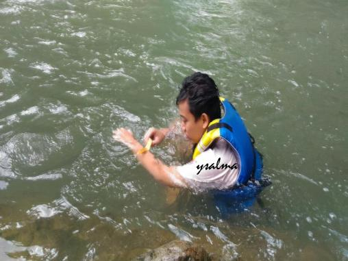 Berenang di Green Canyon Karawang Sebelum Ikut Service Learning