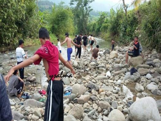 Main ke Sungai di desa Tempat Service Learning_YSalma
