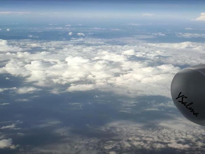 foto awan penerbangan pagi
